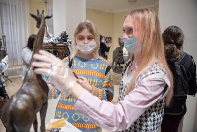 Трогать, нельзя смотреть: новая выставка открылась в Йошкар-Оле